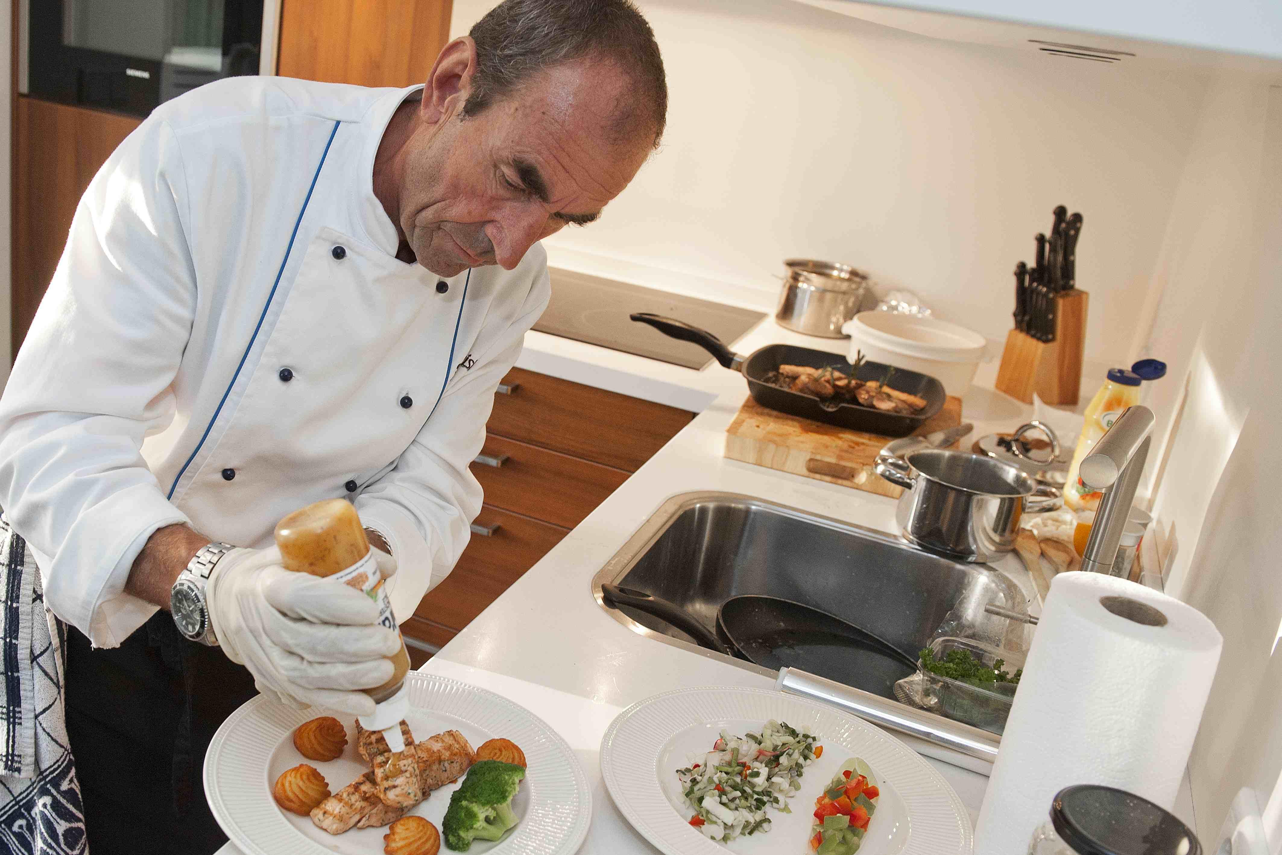 Thuiskok Paul Happel verzorgt  een heerlijk diner aan huis